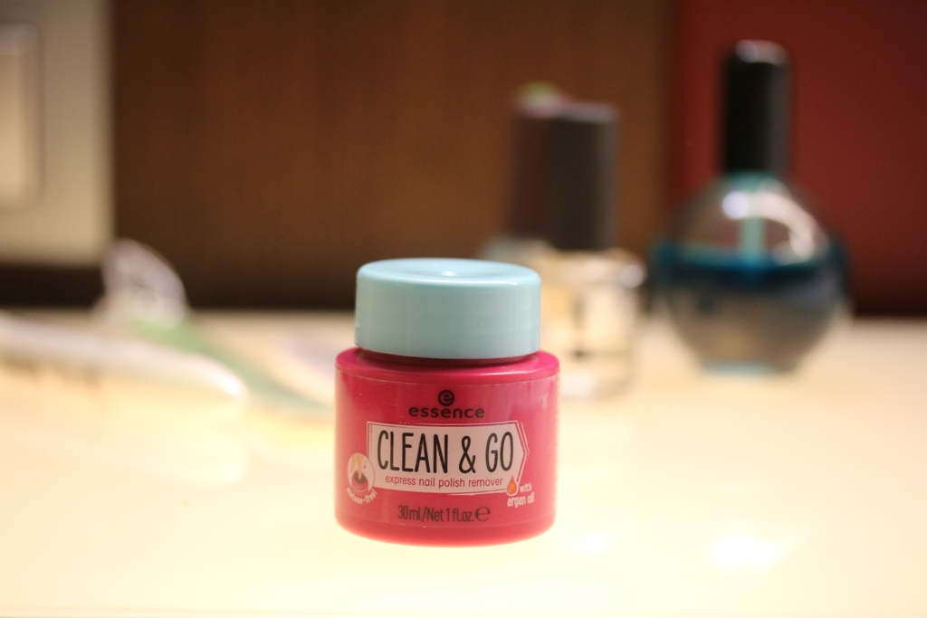 essence - clean & go express nail polish remover