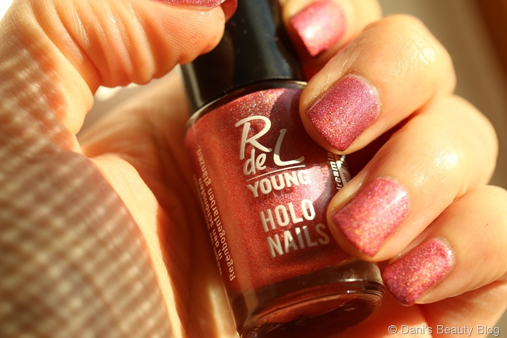 NOTD vom 27.08.2018 Rival de Loop - Holo nails - #01 dreamland (1)
