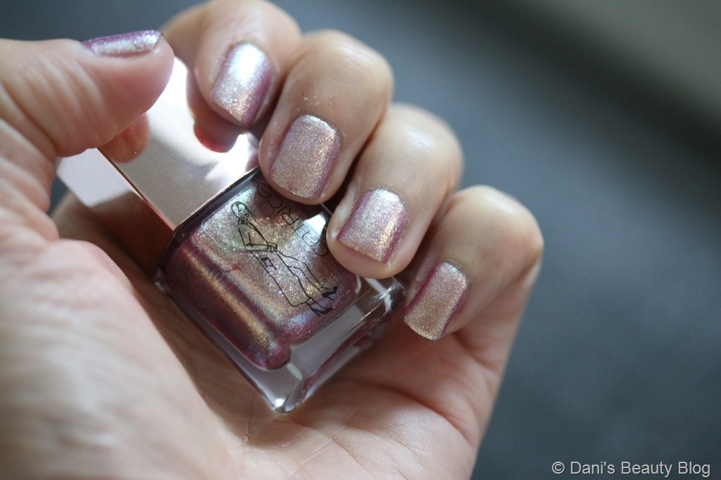 NOTD vom 15.07.2018 Catrice – Fashion ICONails LE – C04 Dress to Impress (2)