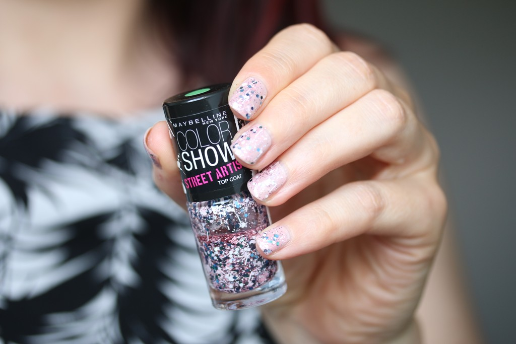 NOTD vom 18.06.2018 mark. by AVON – violaceous + Maybelline – Color Show Street Artist Top Coat - 02 White Splatter (1)